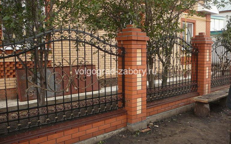 строительство заборов с ковкой в Волгограде