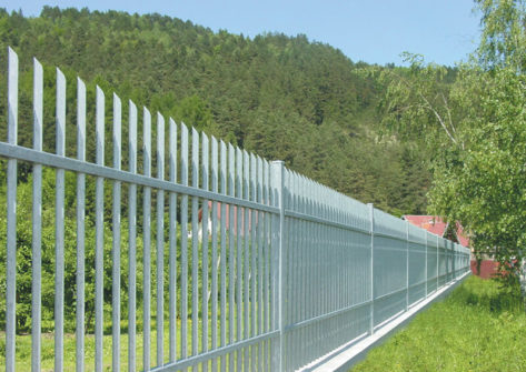 забор из профильной трубы цена